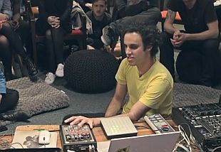 Video RBMA: Four Tet geeft tips voor livesets